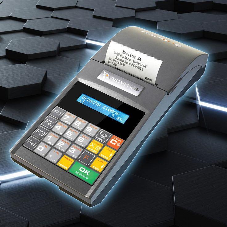 Kasa fiskalna Novitus Nano E to pierwsza kasa fiskalna z Elektroniczną kopią paragonów. Niebieski wyświetlacz i piękna, wygodna klawiatura z klawiszami szybkiej sprzedaży.
