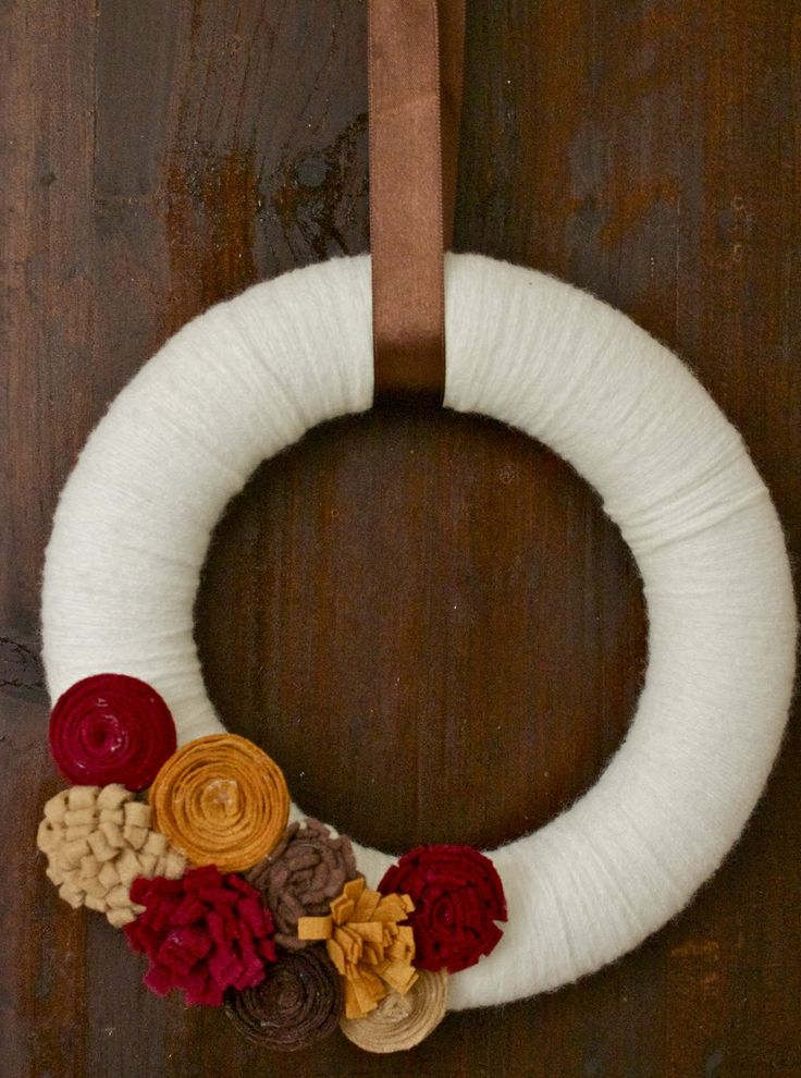 Fall Yarn Wreath with Removable Felt Flower Attachments-- Idea for mom for Christmas