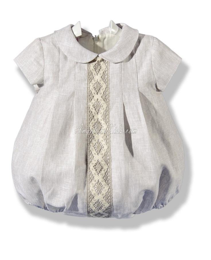 Pelele de bebé en lino color arena