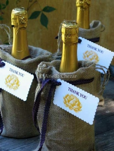cute idea with the burlap bags...wedding party gifts?