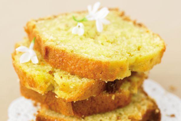Yoghurt Cake 2 servings Preparation time: 15 minutes Cooking time: 35 minutes - 4 tbsp oat bran - 5 eggs - 150g fat-free natural (or flavoured) yoghurt - 6 tbsp powdered skimmed milk - 2 tbsp Splenda granules - 1 × 7g sachet dried yeast - Flavouring of your choice (e.g. hazelnut, vanilla, orange flower water)