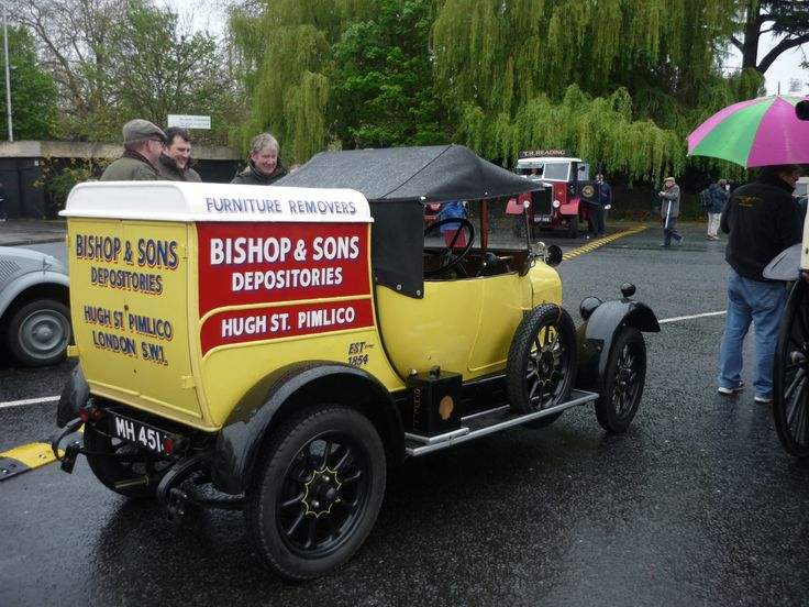 #OurHistoricVehicles #BishopsMove #bullnose #morris mechanic van on the HCVS London to #Brighton run 2012