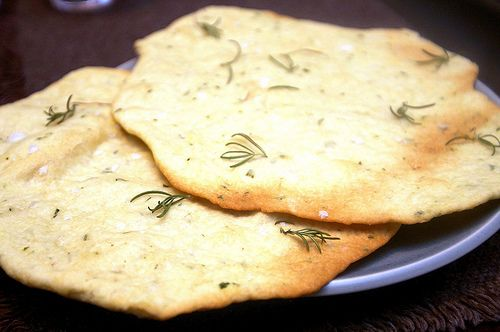 crisp rosemary flatbread - oooh with some hummus, this will be amazing.