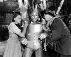 El Mago de Oz (1939) es una película musical de fantasía producida por Metro-Goldwyn-Mayer. Contó con las actuaciones de Judy Garland, Frank Morgan, Ray Bolger, Jack Haley, Bert Lahr, Billie Burke y Margaret Hamilton. En la actualidad es considerada una película de culto, a pesar de su antigüedad y de su intento creativo inicial de ser una fábula cinematográfica para niños.