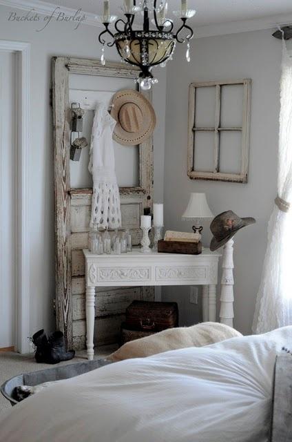 super cute!: Rustic Bedrooms, The Doors, Decor Ideas, Old Suitca, Shabby Chic, Old Window, Master Bedrooms, Old Doors, Window Frames
