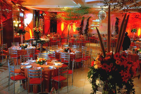 Festa de formatura no Plaza São Rafael Hotel e Centro de Eventos, em Porto Alegre, Brasil. #formatura #decoração #vermelho #prata