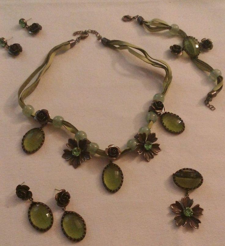 parure collana,orecchini, bracciale, e spilla colore verde, by crys_e_cri, 40,00 € su misshobby.com