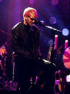 Layne Staley, lead singer of Alice In Chains performing on MTV Unplugged in 1996.
