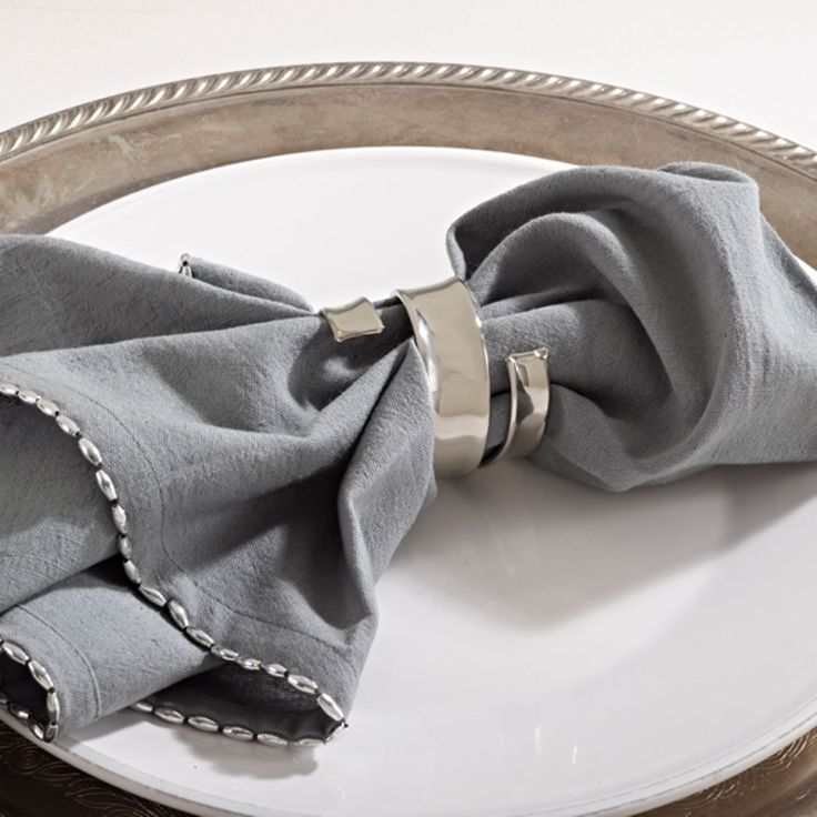 Napkin rings give a dressed table significantly more character. Get creative and incorporate into your presentation these silver toned twisted band napkin rings.