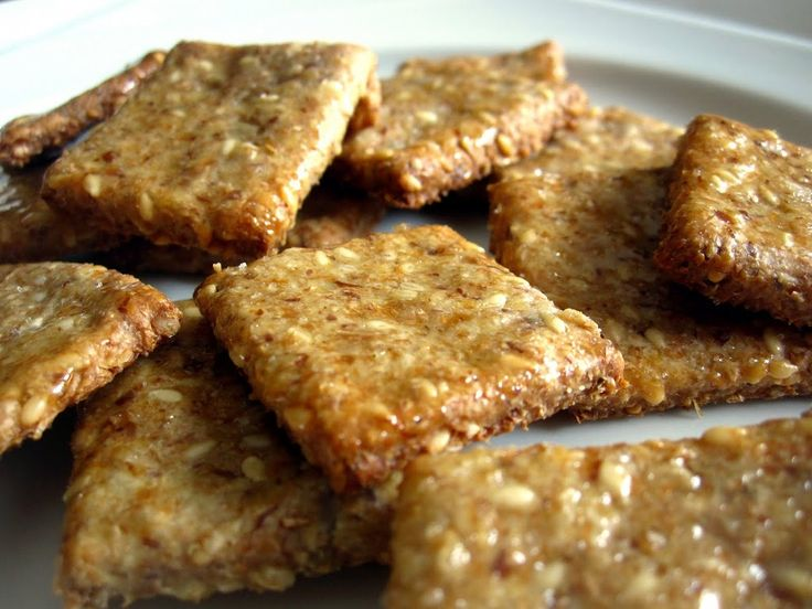 Amazingly tasty and healthy crackers made with sesame seeds, ground sunflower seeds and flaxseed meal. They are glazed with honey and a touch of salt so they have a wonderful combination of sweet and salty flavours. Recipe from Apple Pie, Patis