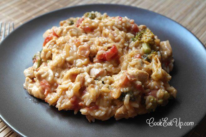 Ρύζι και κοτόπουλο με μπέικον, μπρόκολο και κρεμώδη σάλτσα τυριού - cookeatup