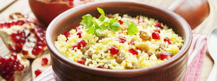 http://www.mindmegette.hu/A kuszkusz alapanyaga lehet sós és édes ételeknek, köretnek vagy egytálételnek, desszertnek. Az eredetileg berber specialitást ma már nem kell kézzel gyúrnunk és sodornunk: szerencsére készen megvehető. Íme a legjobb kuszkuszos receptek!