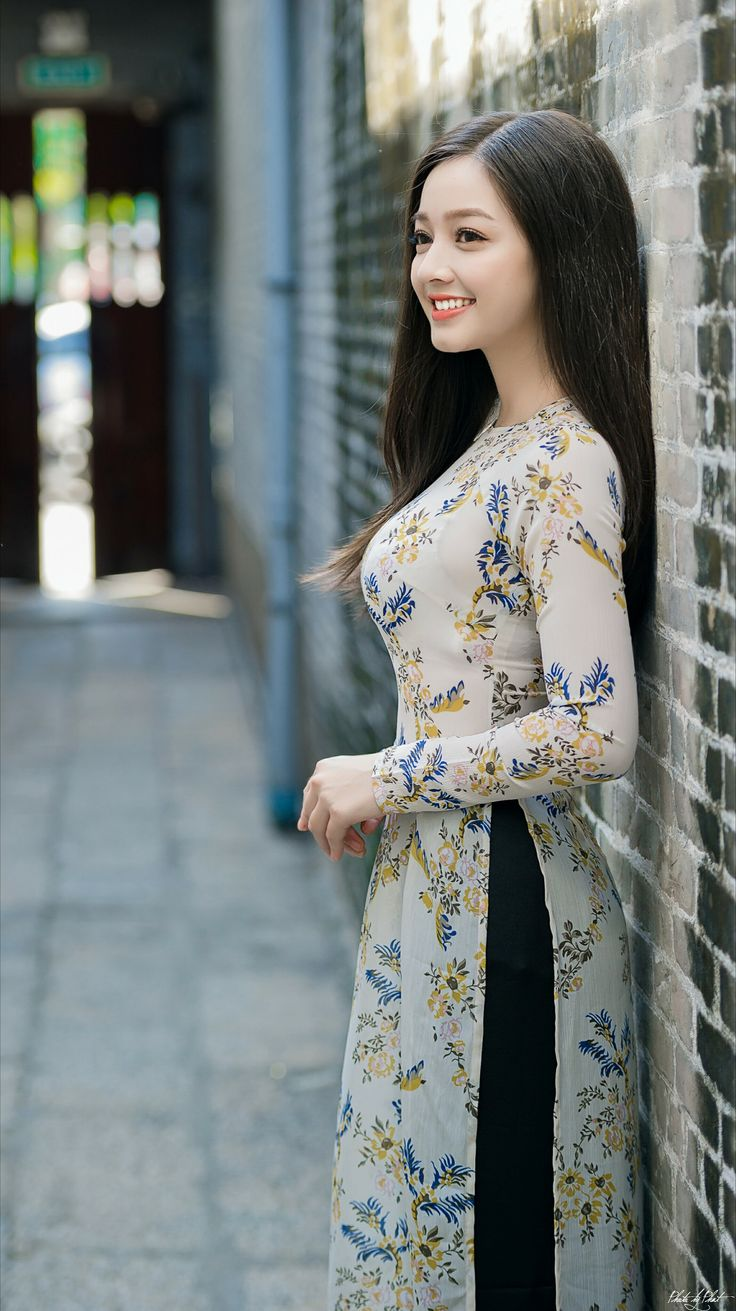Another beautiful ao dai (vietnamese dress) #marknvy #aodai #vietnam #asia #longdress #customaodai