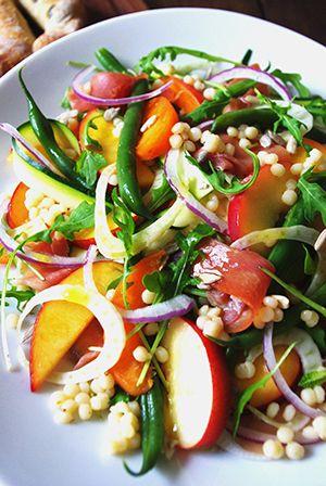Sachiyo Harada - salade de jambon ibérique et les pêches : pêches et de nectarines, abricot, haricots verts, oignon rouge, roquette, céleri, courgette, jambon, grains de moutarde, jus de citron, huile d'olive