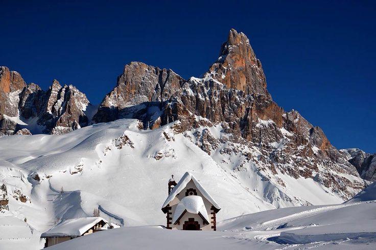 Chiesetta del Passo Rolle Dolomiti Italia by Giuseppe Lovato