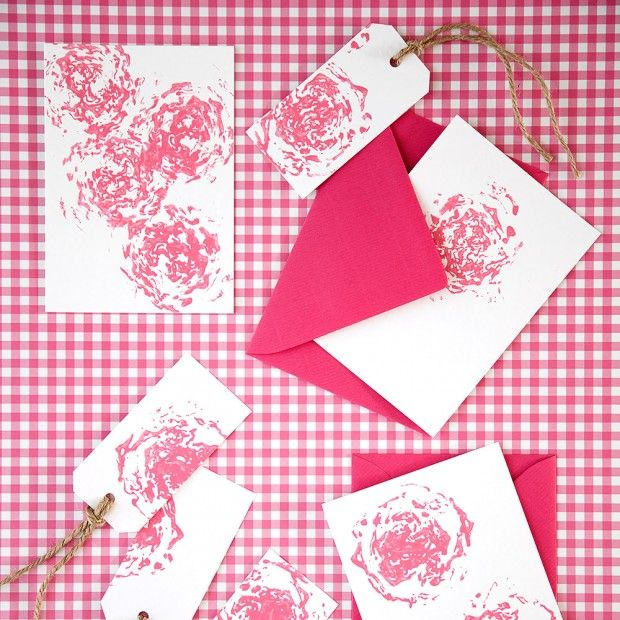 GIFT TAGS AND CARDS Add a personal touch to gifts with this gorgeous handmade gift tag and card design. Find more easy craft ideas over on prima.co.uk