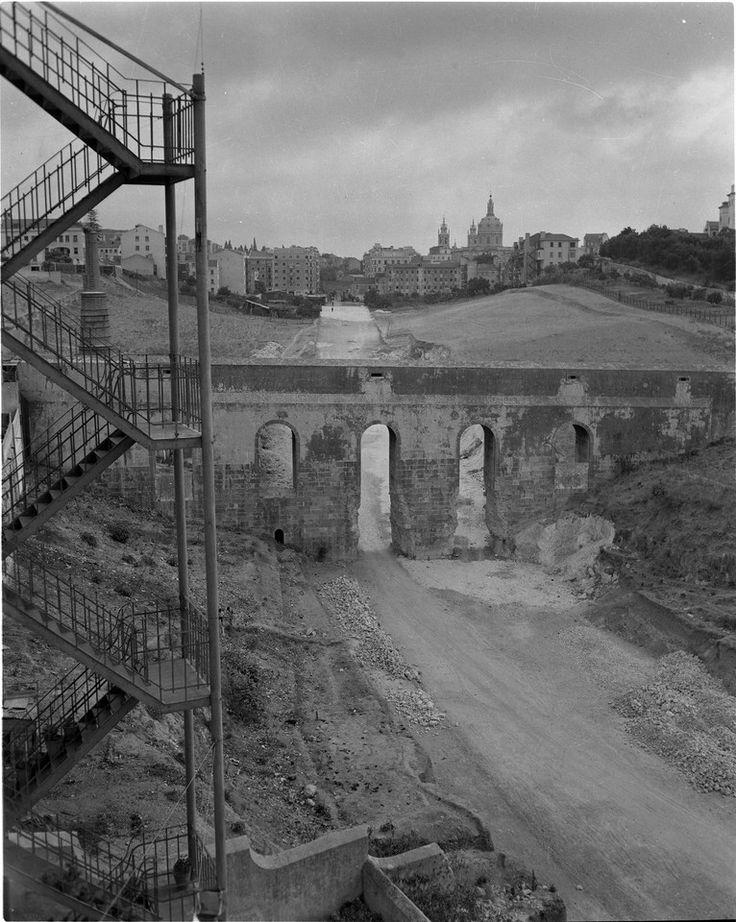 Obras de demolição do Aqueduto das Águas Livres