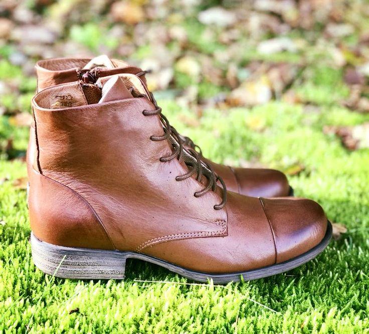Snørestøvle i blød skind og PU-sål. Havanna Shoes.