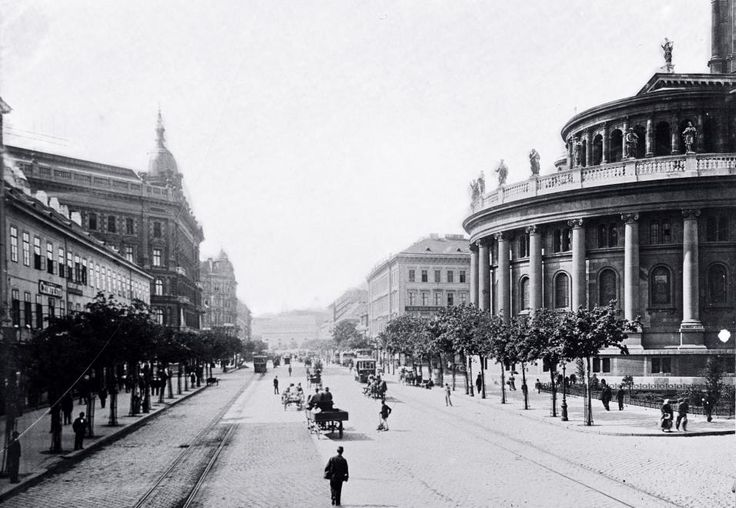 1879-től Váci körút (a Kiskörút folytatásaként), 1914-től  Vilmos császár út, 1919-től Váci körút, 1926-tól újból Vilmos császár út. 1945. április 17. óta viseli Bajcsy-Zsilinszky Endre nevét.