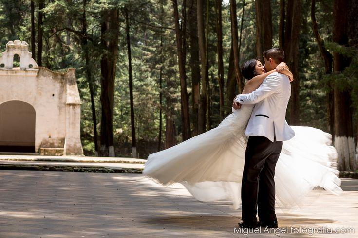 11 Opciones para casarte en México. Ya sea vestido con un traje de Mariachi en Guadalajara, o con sandalias y a la orilla del mar en Cancún. ¡Tú decides!
