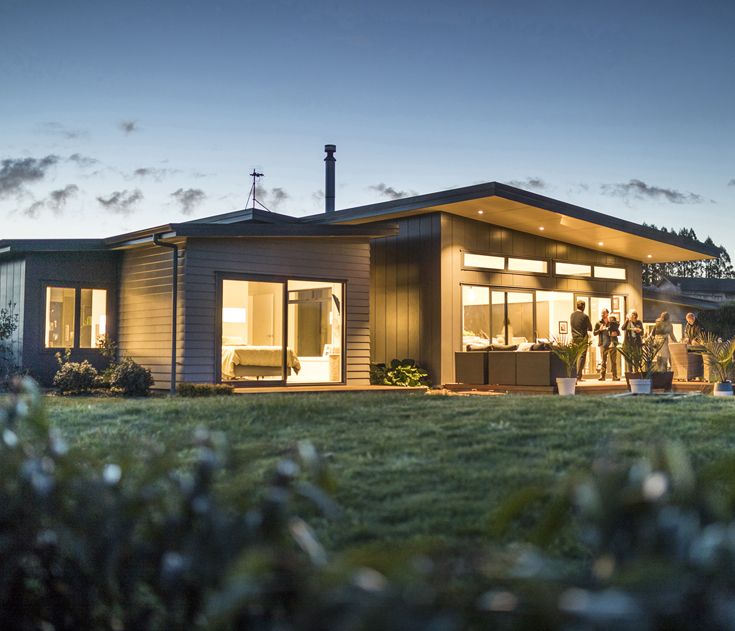 Phil and Leonie love getting together with friends and neighbours. By extending the eaves lining over the deck & adding clever lighting, they've created a warm and inviting outdoor area for year-round entertaining. The dark colour they've used for the Stria Cladding combined with the lighter colour of Linea Weatherboard adds the finishing touches to this inspiring family home. #jameshardie #hardiehomes #homeinspiration  #outdoorliving #linea #stria #moderndesign #exteriordesign…