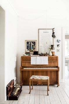 gorgeous way to decorate with a piano, neutral family room decor
