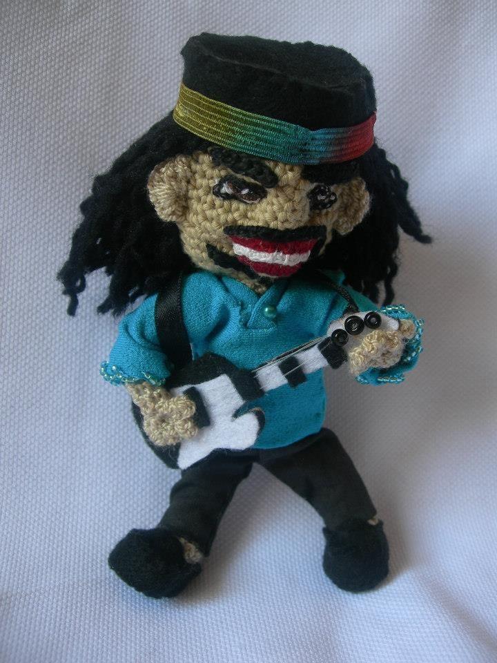 Quién no ha escuchado los poderosos solos de este maravilloso guitarrista? Crochetos trae a Santana para los verdaderos fan.