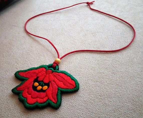 Hand-embroidered pendant, with flower folk motif (JEWEL-PENDANT-291)