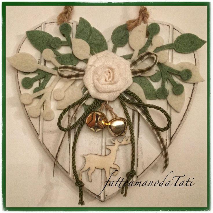 Cuore piccolo di legno con rosa,rametti verdi e bianchi e cervo