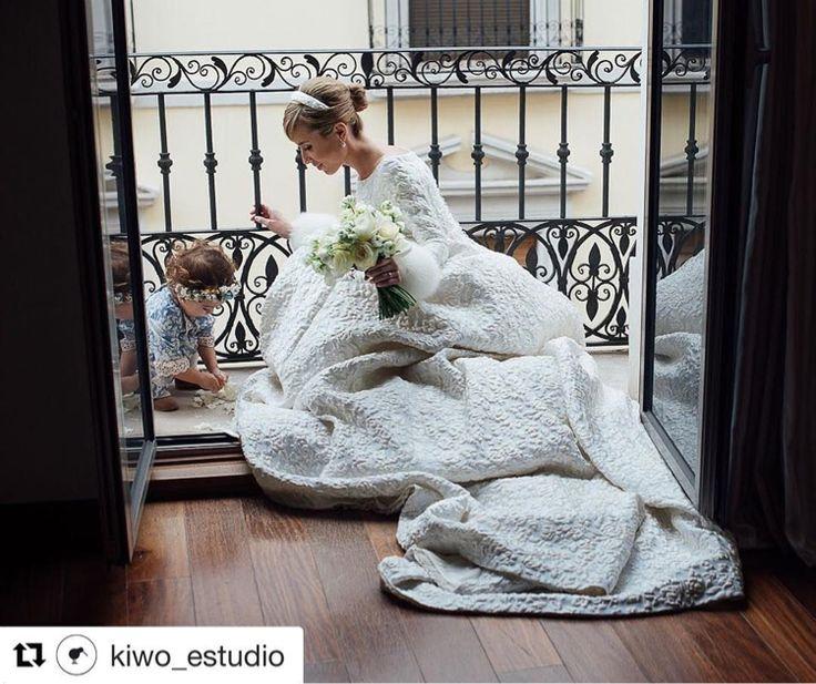 You posted on Instagram: El sábado terminamos nuestra temporada de bodas con 2 preciosas!! Una de ellas era la de nuestra querida Lourdes!! Nos ha encantado ver esta imagen de @kiwoestudiocreativo hoy!! El ramo de rosas en tonos crudos y francesillas quedo así de bonito !! #decor #destinationwedding #weddingdesigner #pedronavarroweddings #weddingday #boda #bouquet — view photo