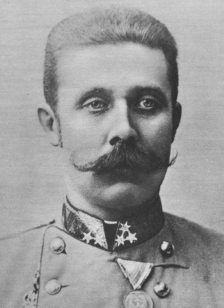 Frans Ferdinand van Oostenrijk-Este werd geboren 18 juli 1863 in Graz. Hij was de zoon van aartshertog Karel Lodewijk van Oostenrijk. Door de zelfmoord van kroonprins Rudolf werd hij de nieuwe kroonprins van Oostenrijk-Hongarije. Op 28 juni 1914 in Sarajevo werd hij doodgeschoten door Gavrilo Princip. Hierdoor verklaarde Oostenrijk-Hongarije de oorlog aan Servië, dit leidde uiteindelijk tot de wereldoorlog.