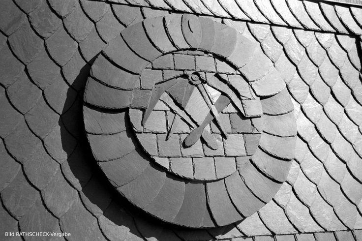 Умение обрабатывать сланцевую плитку, владение навыками, отличительная черта любого Дахдекера (Dachdecker), кровельщика сланца в Германии