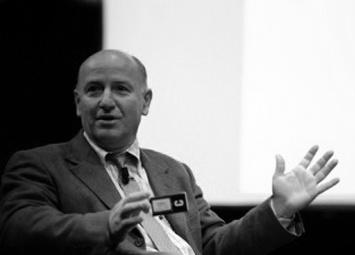 NAPOLI Roberto Defez si è laureato in Scienze biologiche all'Università di Napoli e dal 2001 è primo ricercatore al CNR. È autore di svariate pubblicazioni peer review su riviste internazionali e da anni si impegna nella divulgazione della cultura scientifica tramite i mezzi di comunicazione di massa.