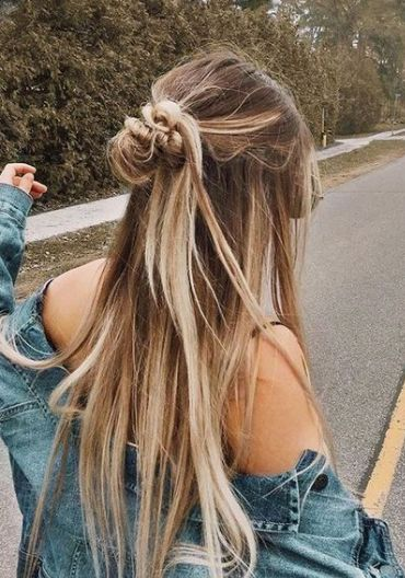 25 Amazing Daily Hairstyle Ideas #mydailypins.com #womenfashionideas #womenhaircut #womenhairstyle2019