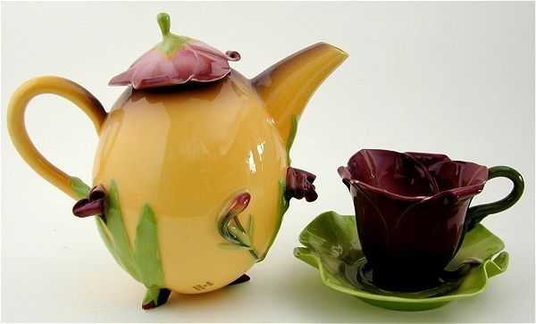 Mid Magic Daylily Teapot with Cups and Saucers | Tea pots ...