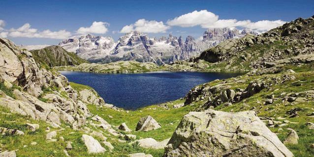 La Stampa - Buon compleanno Dolomiti. Meraviglia di roccia pallida