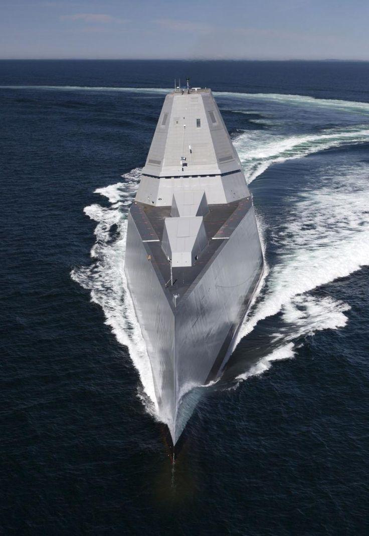 Pour la première fois depuis l'USS Arleigh Burke en 1991, la marine américaine intègre un nouveau type de bâtiment de premier rang et ouvre au passage une nouvelle page de la guerre navale.Avec sa silhouette imposante et son design futuriste, l'USS Zumwalt, livré officiellement le 20 mai à l'US Navy, inaugure une nouvelle génération de super-destroyers furtifs.Construction lancée en 2009