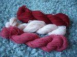 Ett litet nystan skriver om garn, stickning och andra väsentliga stickspår. My knitting blog in Swedish.
