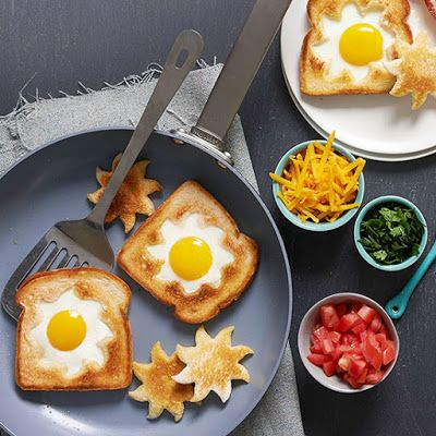 Sunshine Toast with Bacon and Tomatoes @keyingredient #cheese #sandwich #bacon #cheddar #tomatoes #bread