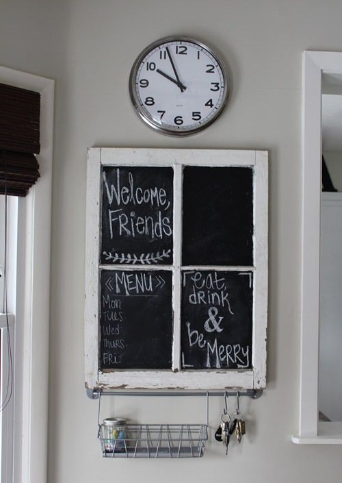 Se você está reformando ou vai reformar sua casa, não esqueça de guardar suas janelas antigas com carinho. O mesmo vale para janelas antigas encontradas no lixo ou em obras da vizinhança. Janelas de demolição são objetos bonitos, com história, perfeitos para trazer à diferentes ambientes da casa boas doses de beleza e personalidade. UmaLeia mais