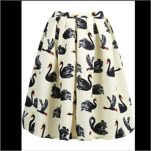 Cream Trendy Swan Print Midi Full Skirt Gorgeous Midi length full skirt! Sturdy material that keeps its shape. Only worn to try on. Breaks my heart to sell it but need to downsize  Skirts Midi