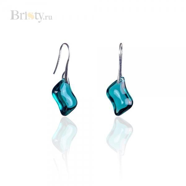 Оригинальные серьги с прозрачным ярко-голубым камнем - это стильная классика. Этот аксессуар привлекает внимание не только девушек, которые хотят выглядеть красиво и модно, но и восхищенные взгляды окружающих людей как женского, так и мужского пола. Глубокий цвет ярко-голубого прозрачного камня прямоугольной формы с мягко изогнутыми углами на металлической застежке цвета серебра сразу привлекает внимание. Оригинальные серьги - идеальный аксессуар для создания яркого незабываемого и…