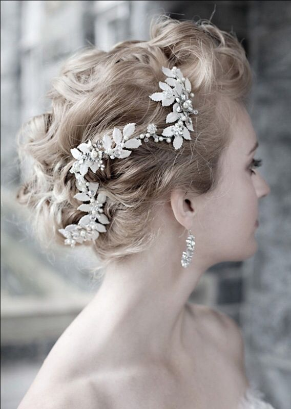 Beautiful wedding hairpiece