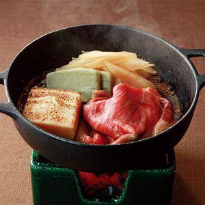 京都産の黒毛和牛にゴボウや蓬麩を加え、あっさりとした味わいに。【京のすき焼きセット】