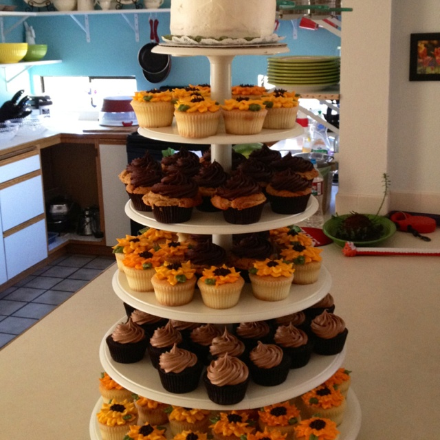Sunflower Wedding Cake Ideas: 17 Best Ideas About Sunflower Wedding Cupcakes On