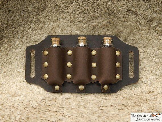 Porta-fiala in pelle per essere messo su una cinghia, per costume di rievocazione storica e LARP