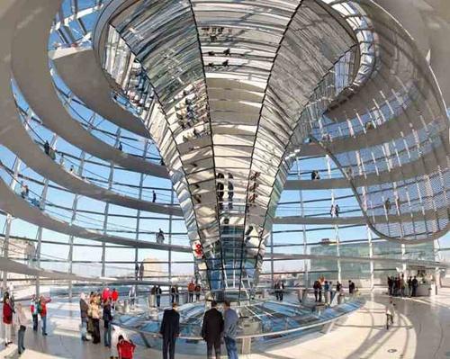 Reichstag in Berlijn, vanaf het dak heb je een super mooi uitzicht over Berlijn!