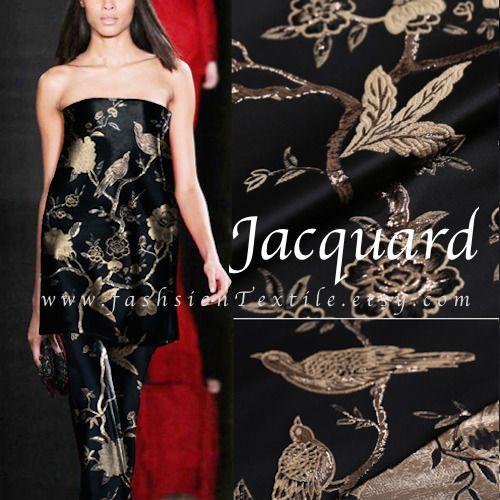 Robe de soir. Tissu Jacquard motif oiseau dore fond noir. Vendu par 50cm. fabricasians sur alittlemercerie