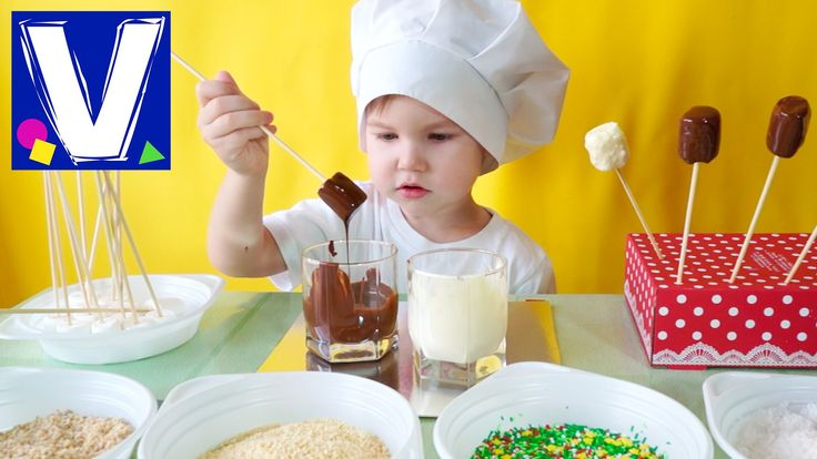 Маршмеллоу в шоколаде. Делаем вкусные сладости из зефирок маршмеллоу своими руками. Смотрите в нашем видео как сделать вкусные конфеты на палочке из маршмелл...