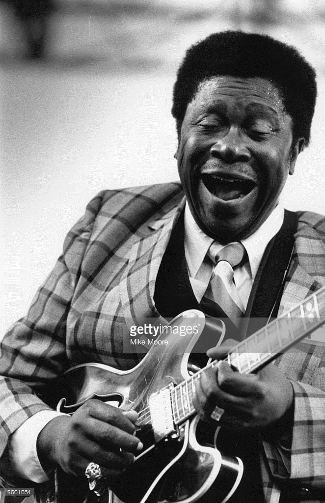 a description of bbking as a blues singer and guitarist Born: september 16, 1925 itta bena, mississippi african american singer, musician, and songwriter b b king is one of the most successful artists in the history of blues music today his ability as a blues guitarist remains unmatched.